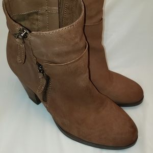 VINCE  CAMUTO Hinnegan Boots size 8M